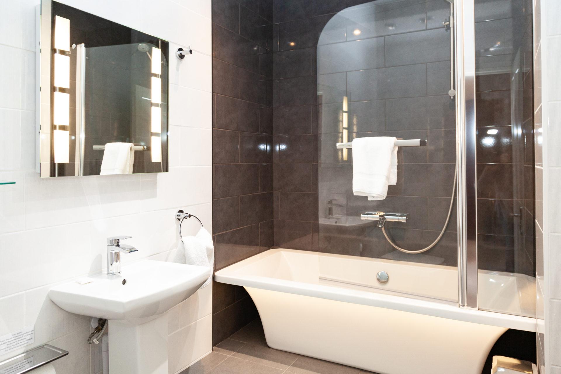 Luxury en-suite at Cockington Cottages