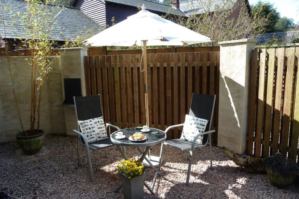 Private patio- Magnolia Cottage